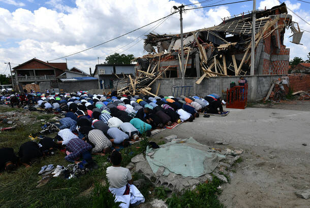 Srdjan Ilic: Prayer next to the demolished mesjid