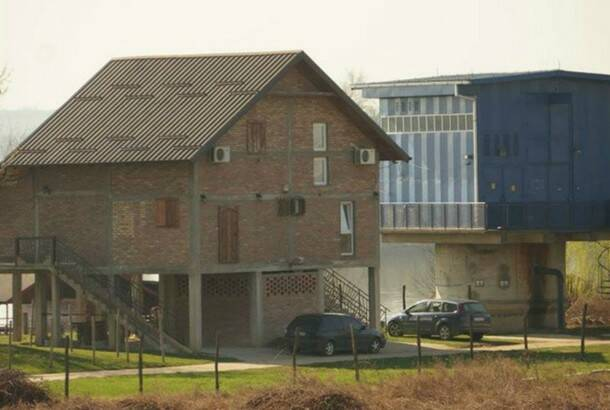 Facebook: Illegal houses on Sava river banks