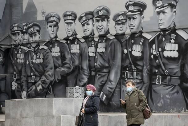 Evropa nastavlja se produžavanjem i pooštravanjem mera, Rusija počela vakcinaciju vojnika protiv koronavirusa