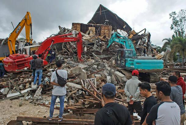 U zemljotresu u Indoneziji najmanje 42 žrtve, spasioci u potrazi za preživelima u ruševinama