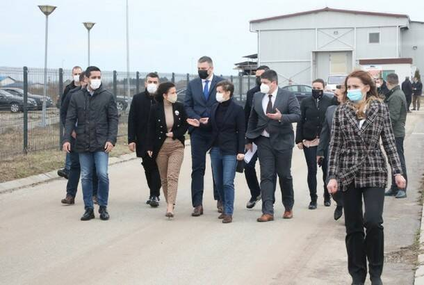 Brnabić: Oporavak Fabrike stakla u Paraćinu važan za celu Srbiju, razgovaramo sa investitorima