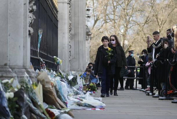Britanija se oprašta od princa Filipa: Počasni plotuni i zastave na pola koplja