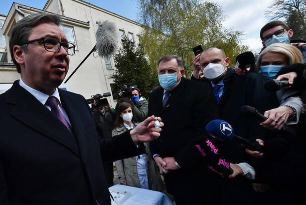 Vučić predao donaciju u vakcinama za Republiku Srpsku: Sputnjik V s Torlaka u upotrebi u junu