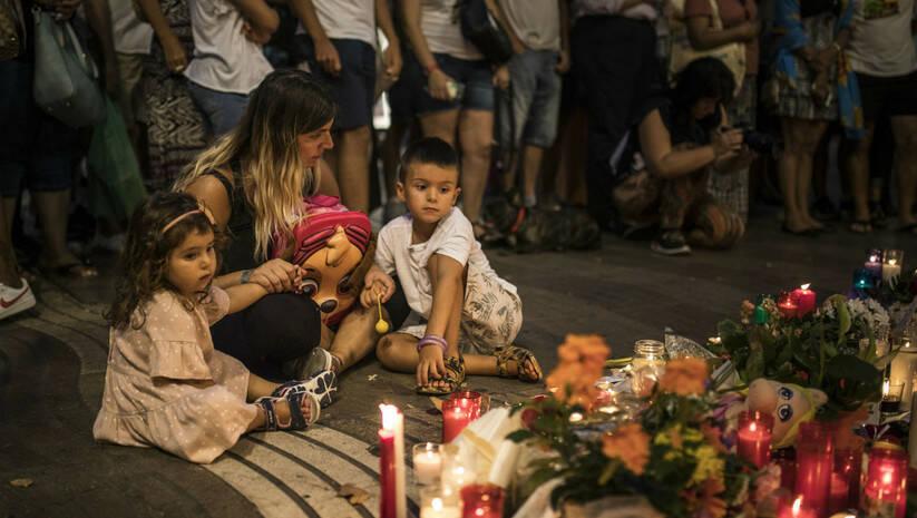 AP Photo/Santi Palacios: Odavanje počasti žtvvama napada u Barseloni