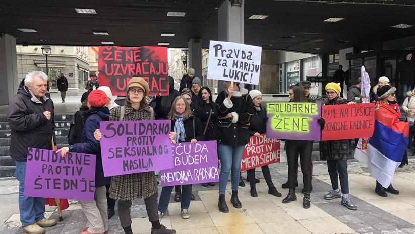 """Okupljeni građani na protestu """"Mame su mafija?"""" / Foto: Insajder"""