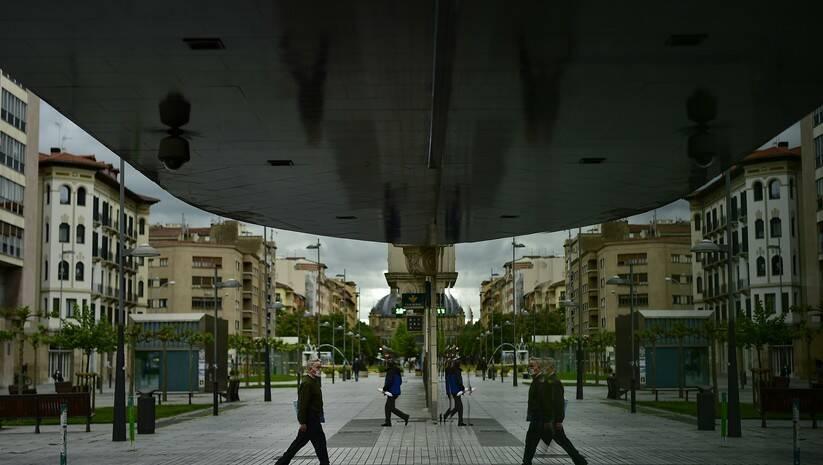 AP Photo/ Alvaro Barrientos: Građani sa zaštitnim maskama, severna Španija