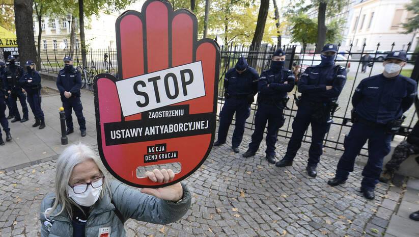 Protesti u Poljskoj zbog skoro potpunog ukidanja prava na abortus / AP Photo/Czarek Sokolowski