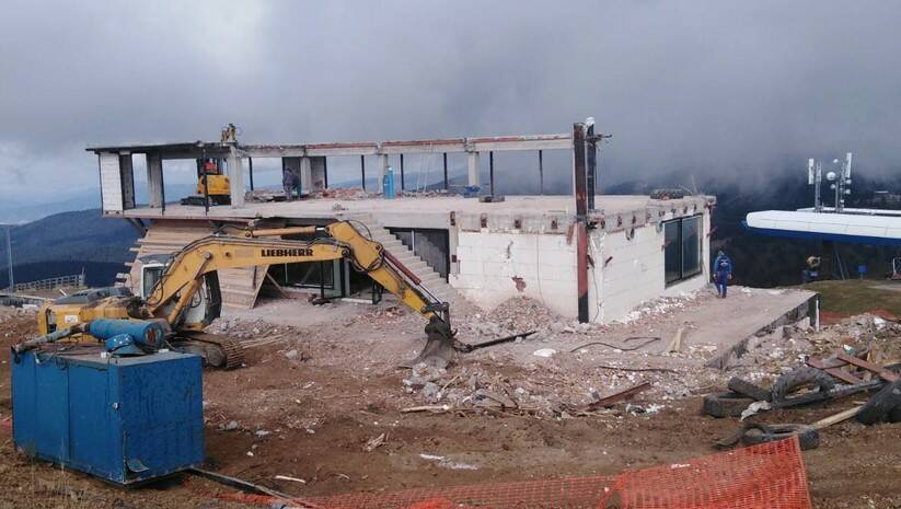 Rušenje nelegalnog objekta na Kopaoniku; Foto: MGSI