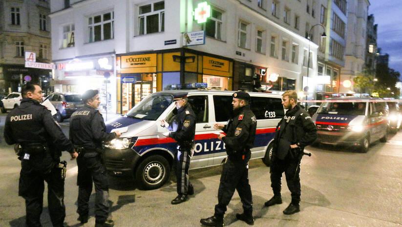 Austrijska policija u Beču, nakon terorističkog napada Foto: Ronald Zak/Betaphoto