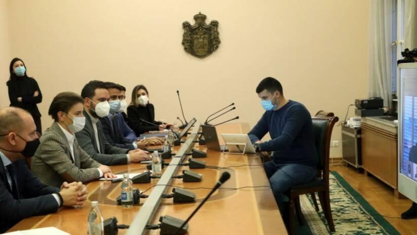 Brnabić na video pozivu sa predstavnicima Bionteka i Fazera / Foto: Vlada Srbije