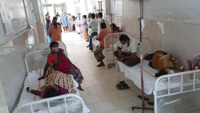 Pacijenti oboleli od nepoznate bolesti u bolnnici u Eluru u indijskoj državi Andra Pradeš Foto:  AP Photo/Betaphoto