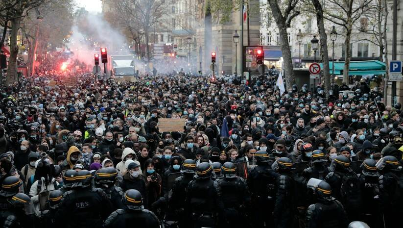 Današnji protesti u Parizu Foto: AP Photo/ Lewis Joly/Betaphoto