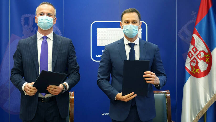 Potpisivanje ugovora o prenosu akcija Komercijalne banke / Foto: Ministarstvo finansija