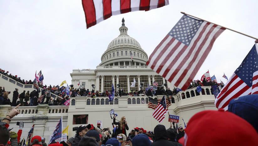 Pristalice Donalda Trampa ispred Kongresa Foto: Betaphoto/ AP Photo/Shafkat Anowar