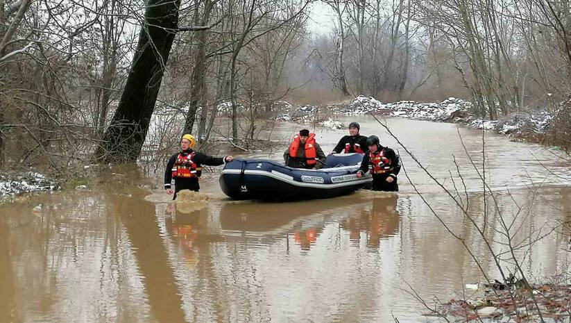 Spašavanje građana iz poplava / Foto: MUP