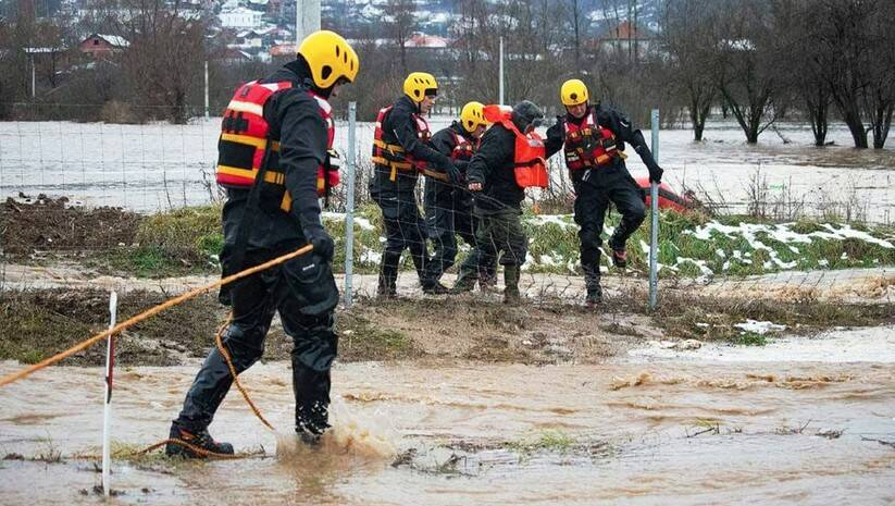 Evakuacija ljudi iz poplavljenih područja, Foto: MUP Srbije