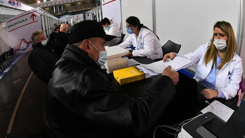 Vakcinacija protiv koronavirusa na Beogradskom sajmu počela je i u hali broj 3 Foto: Srđan Ilić