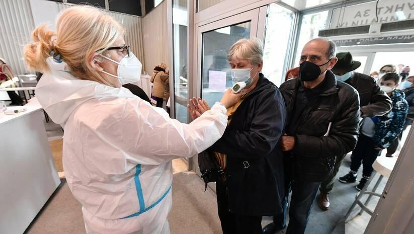 Imunizacija vakcinom Fajzer/Biontek na Beogradskom sajmu Foto: Srđan Ilić