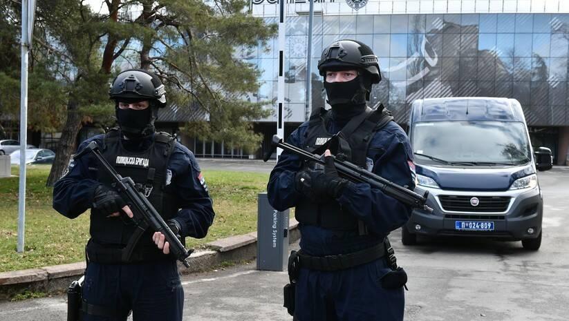 Pretres i hapšenja na stadionu Parizana, 4.2.2021. / Foto: Srđan Ilić