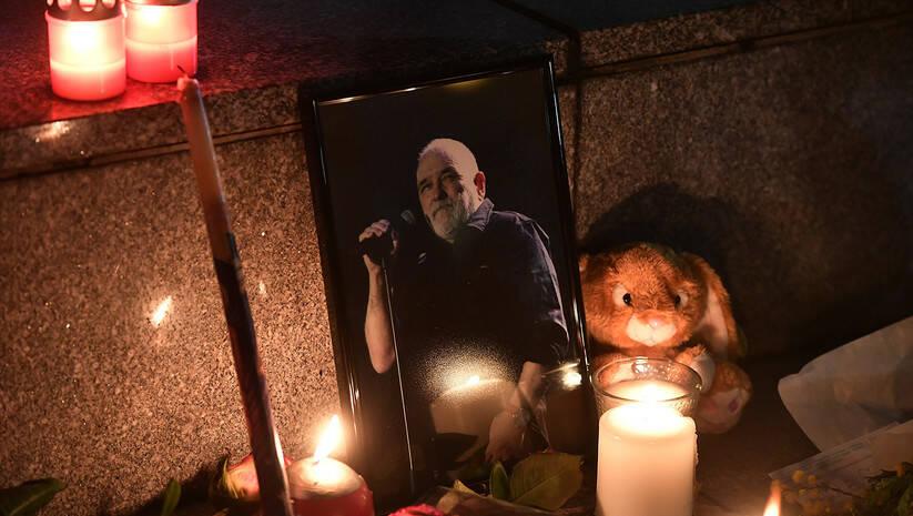 Beograđani su se na Trgu NIkole Pašića pesmom i svećama oprostili od Đorđa Balaševića Foto: Srđan Ilić