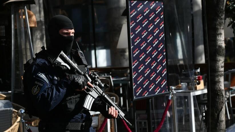 Jake policijske snage blokirale su i pretresaju klub Kasina u Beogradu u okviru istrage protiv kriminalne grupe Veljka Belivuka Foto: Srđan Ilić