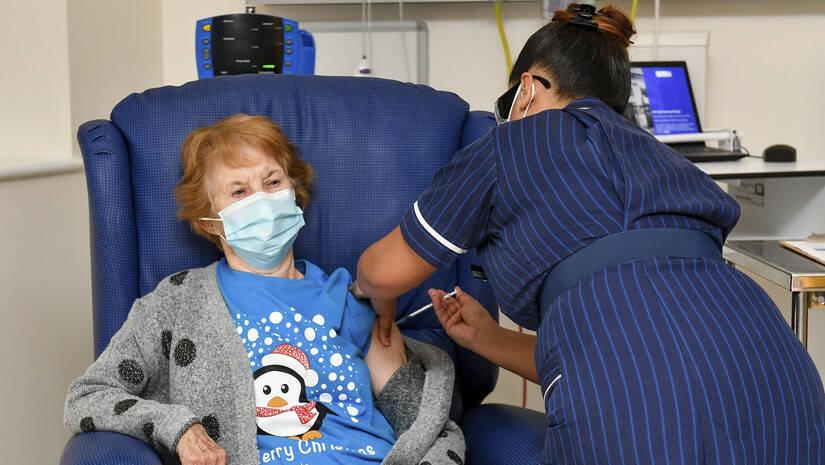 Početak vakcinacije protiv koronavirusa u Velikoj Britaniji, 8. decembar 2020, Foto: Jacob King/Pool via AP