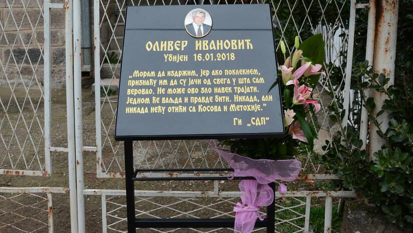 BETAPHOTO/SLAVICA RADULOVIC/MO: Spomen ploča na mestu na kom je 16. januara ubijen Oliver Ivanović