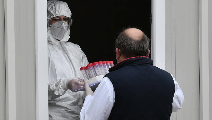 Uzorci PCR testova na koronavirus na Torlaku Foto: Srđan Ilić