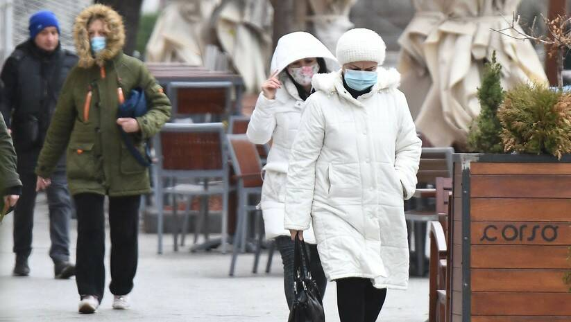 Decembarski dan u Novom Sadu tokom epidemije koronavirusa Foto: BETAPHOTO/DRAGAN GOJIC