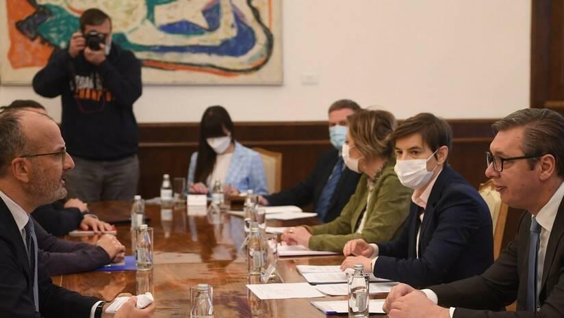 predsednik.rs: Predsednik Republike Srbije Aleksandar Vučić sastao se danas sa šefom Delegacije Evropske unije ambasadorom Semom Fabricijem